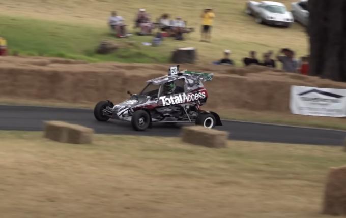 Hayden Paddon si diverte alla guida del cross kart spinto dal motore della due ruote Suzuki GSX-R 750 [VIDEO]