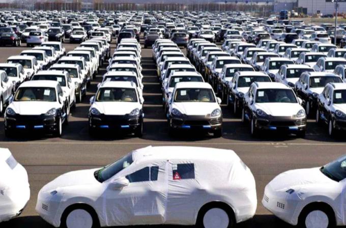 Mercato auto spazzato via dal Covid-19, in Italia ad aprile il crollo è vertiginoso: -97,5%