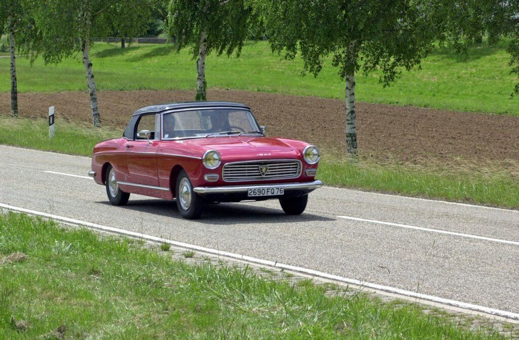 Peugeot 404: i 60 anni del modello nato dalla matita di Pininfarina