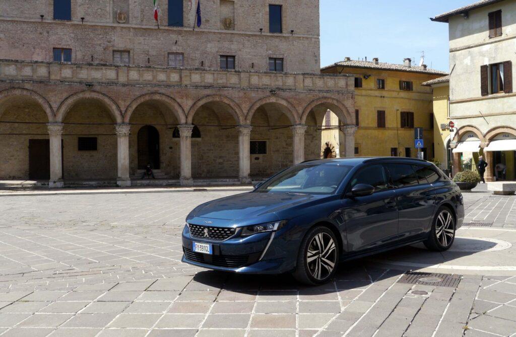 Peugeot 508 SW: l'ammiraglia sulla Strada del Sagrantino [VIDEO]