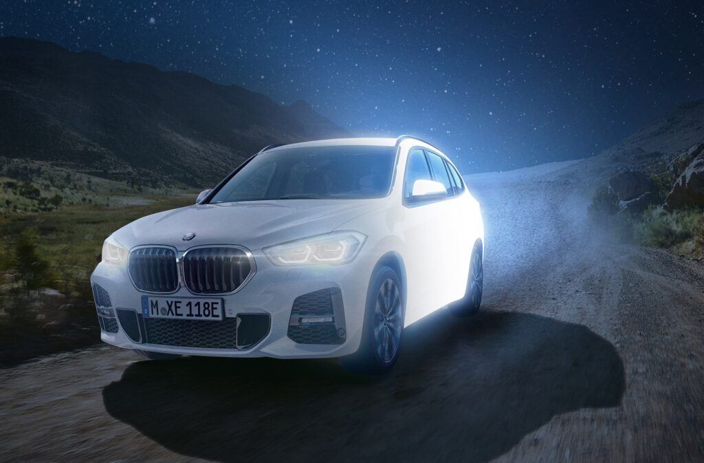 BMW X1 xDrive25e: primi esemplari ordinabili online con Wallbox Plus in omaggio