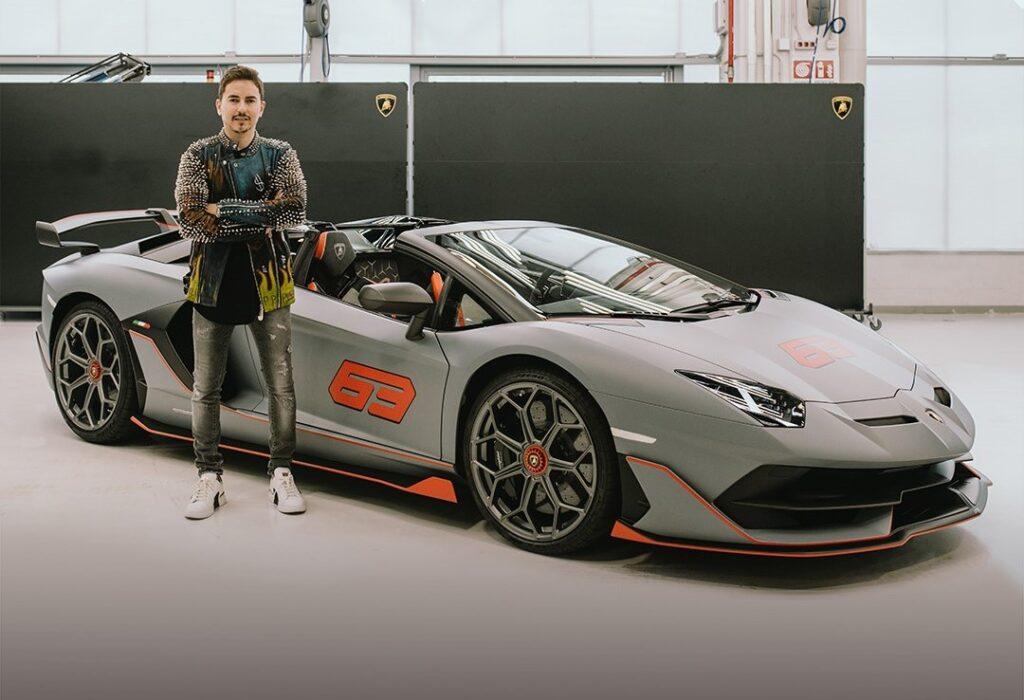 Lamborghini Aventador SVJ 63 Roadster: Jorge Lorenzo prende in consegna la sua nuova supercar