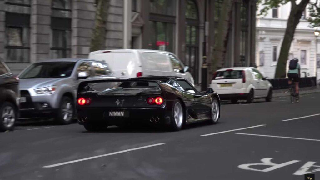 Ferrari F50: il suo V12 con lo scarico dritto, che sound spettacolare [VIDEO]