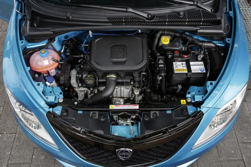 Lancia Ypsilon Hybrid EcoChic: ecco come funziona il motore ibrido. I consumi