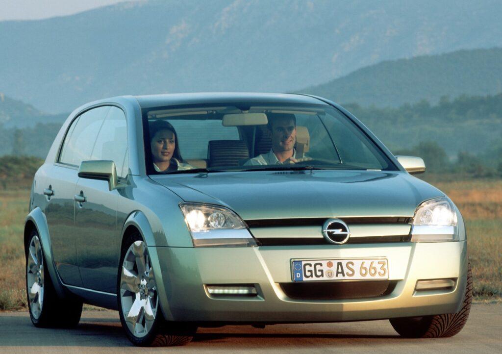 Opel Signum2: la storia della concept car degli anni 2000 mix tra berlina e station wagon