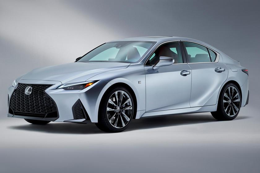 Un nuovo modello Lexus IS in arrivo: nel mirino Mercedes e BMW