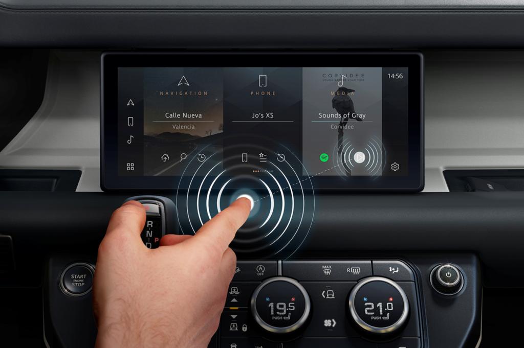 Jaguar Land Rover, idea post Covid-19: sviluppato il touchscreen che funziona senza toccare lo schermo