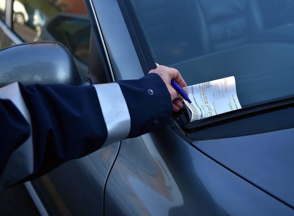 Verbalino per divieto di sosta: ecco cosa fare quando si riceve una multa
