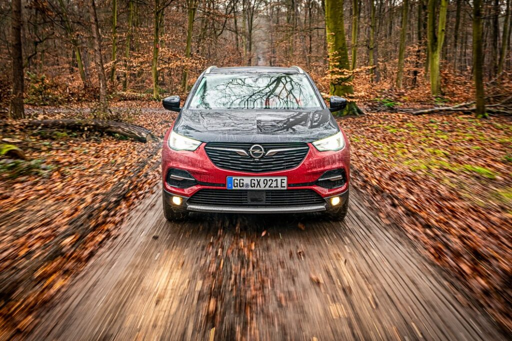 Opel Grandland X Hybrid 4: trazione integrale e ibrido plug-in