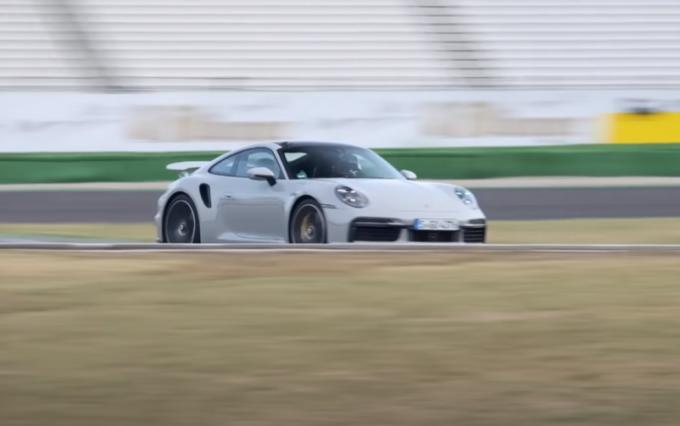 Porsche 911 Turbo S 2021, prestazioni da bolide: va più veloce della 918 Spyder [VIDEO]
