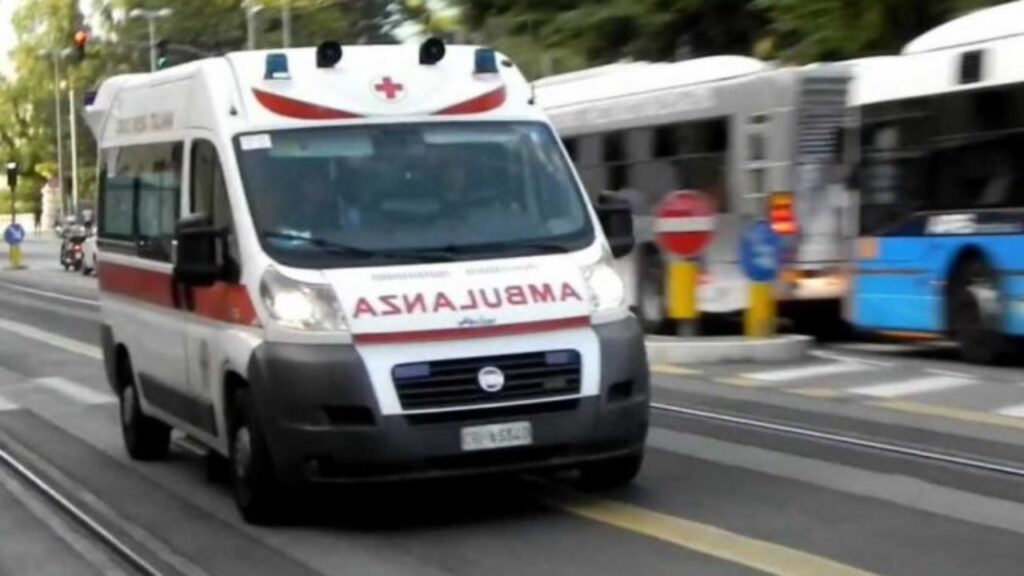 Barletta, drammatico incidente: muoiono tre giovani travolti da un furgone mentre erano in bici