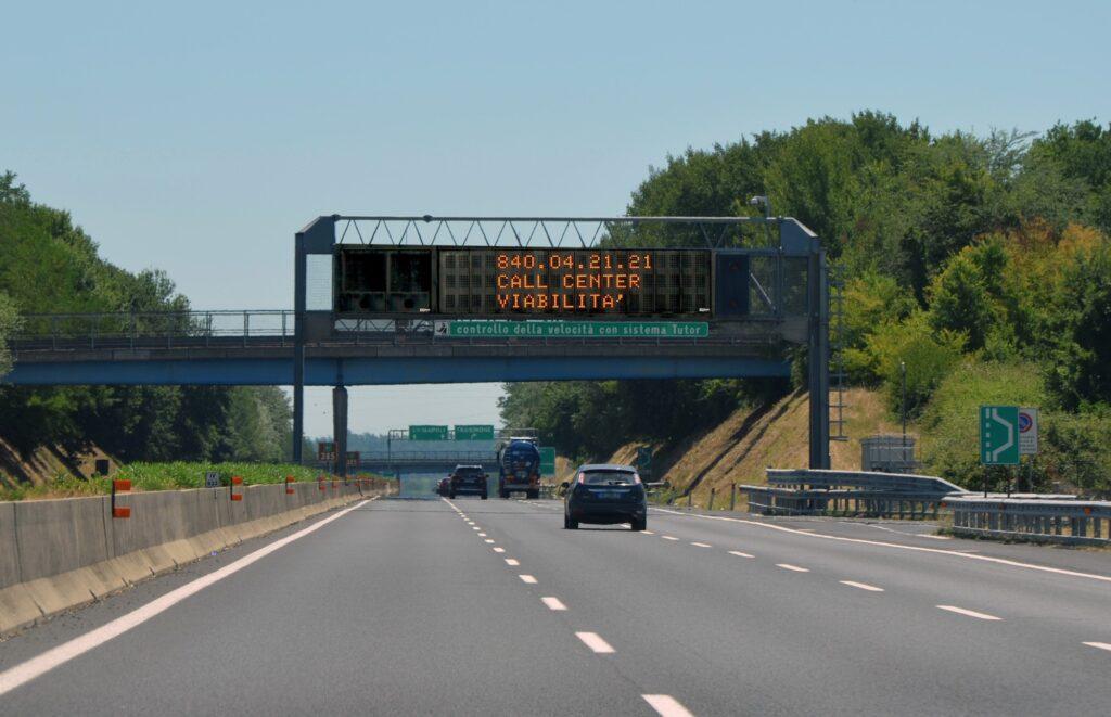 Viaggiare in auto: come restare informati sul traffico