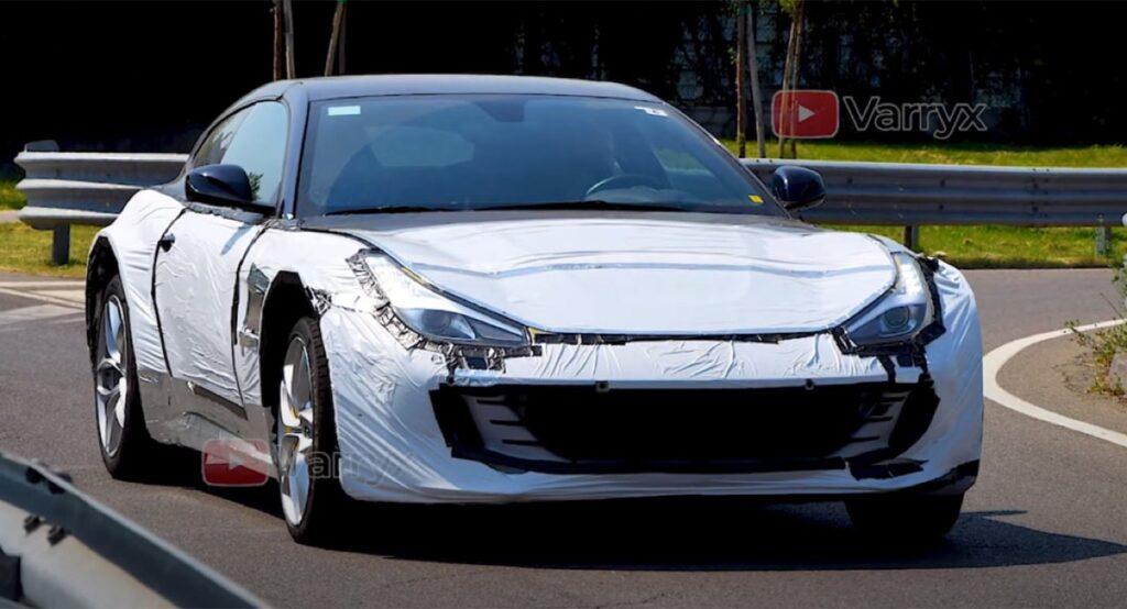 Ferrari Purosangue: il SUV di Maranello potrebbe nascondersi sotto a questo muletto [VIDEO SPIA]