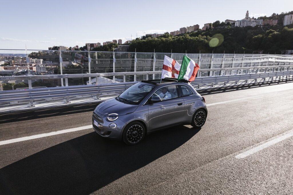 Fiat 500 elettrica percorre i 1.067 metri del ponte diGenova
