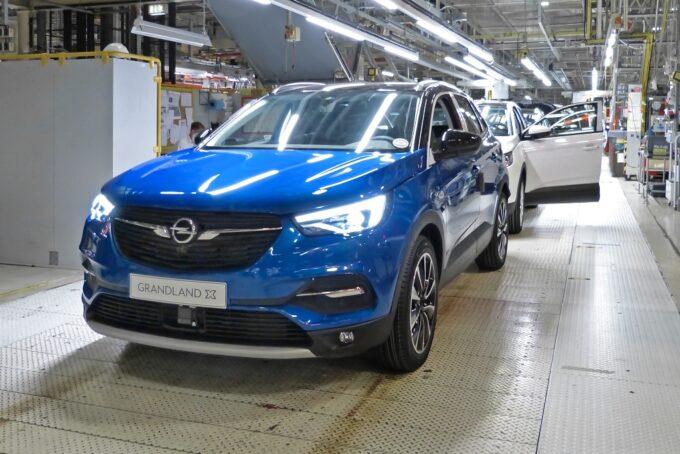 Opel Grandland X Hybrid: il primo esemplare è uscito dalla linea di produzione