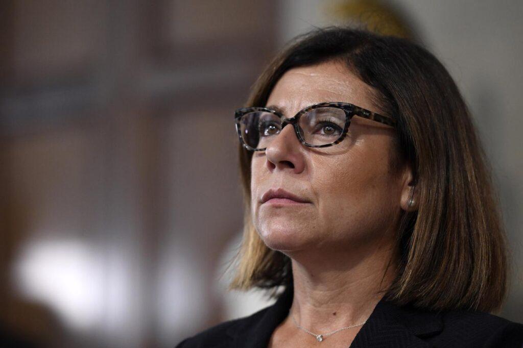 """Ponte sullo Stretto di Messina, il ministro De Micheli: """"Istituita commissione per valutare l'opera"""""""