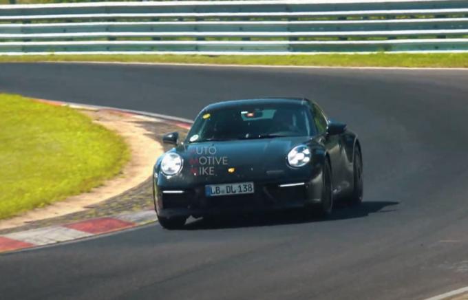 Porsche 911 GTS 2021: il prototipo della variante estrema filmato al Nurburgring [VIDEO SPIA]
