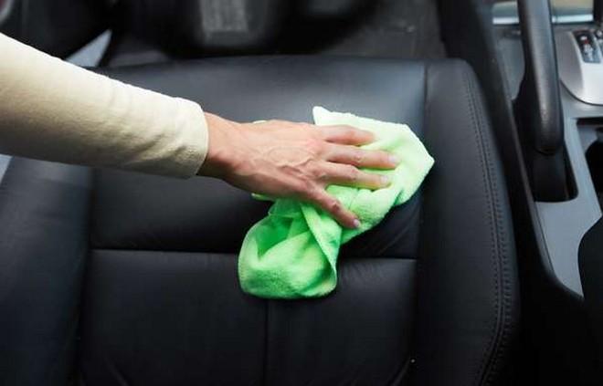 Sedili in pelle: come effettuare pulizia e manutenzione