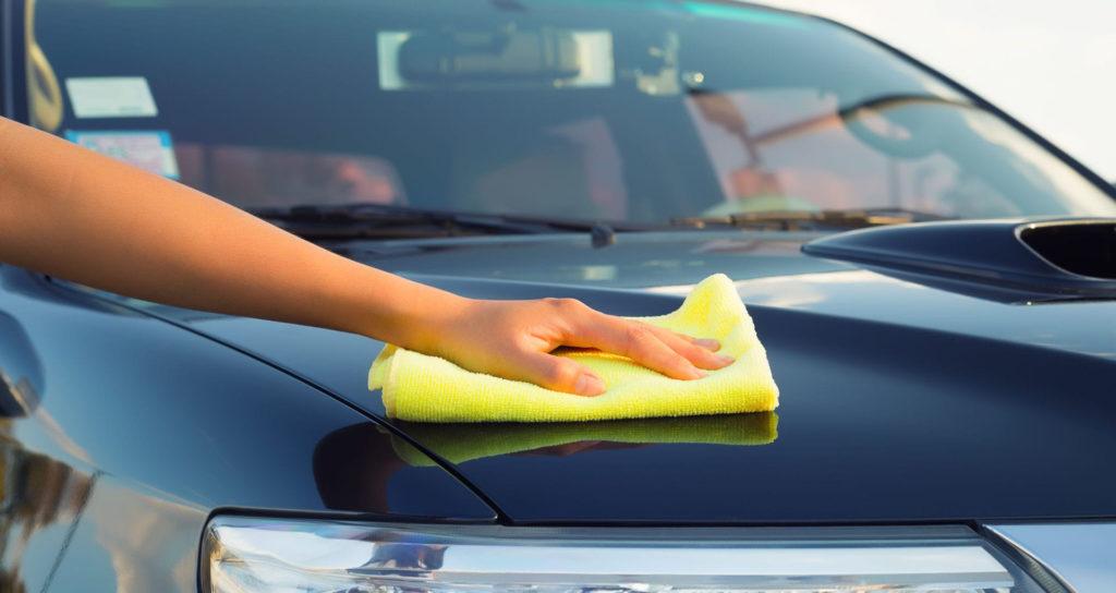 Lucidatura auto: cos'è e come si fa con il fai da te