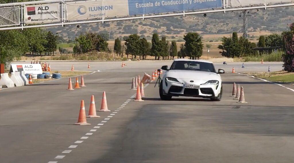 Toyota Supra: supera il test dell'alce, ma ci si aspettava di meglio [VIDEO]