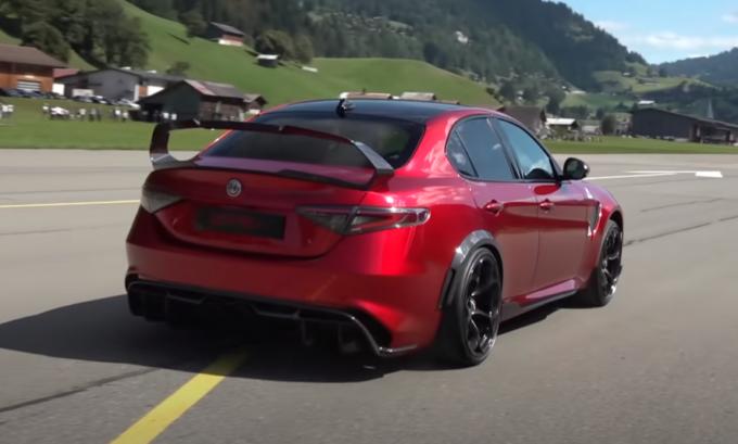Alfa Romeo Giulia GTAm: accelerazione prepotente e sound che ruggisce [VIDEO]