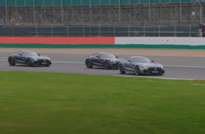 Mercedes-AMG GT R: sfida a tre sul circuito di Silverstone fra Wolff, Hamilton e Bottas [VIDEO]