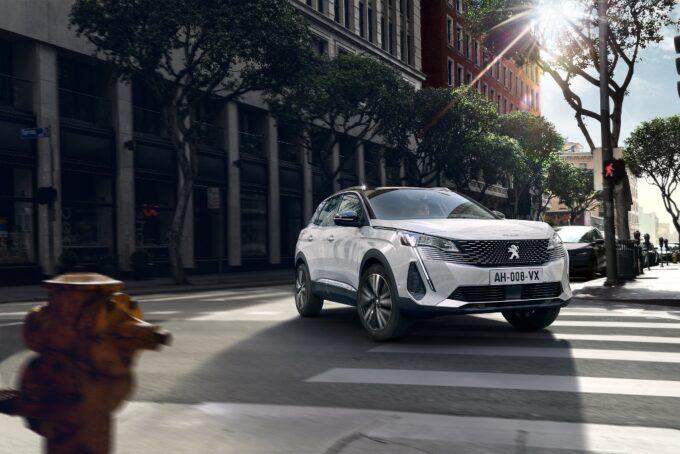 Peugeot 3008 2020 vs 2016: ecco cosa cambia col facelift del SUV