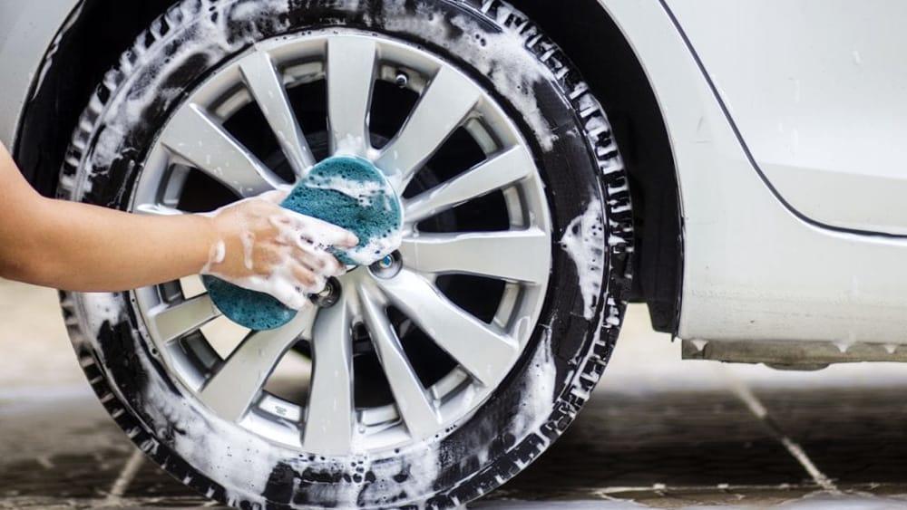 Gomme e cerchi in lega: pulizia e manutenzione