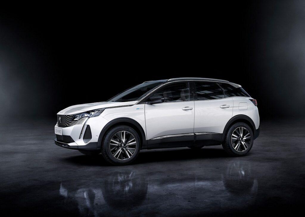 Peugeot 3008 2020 vs 2016: non cambiano i pluripremiati PureTech