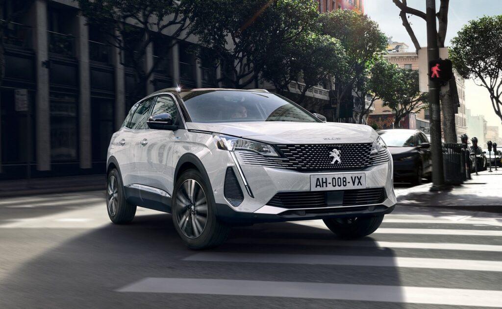 Peugeot 3008 2020: il focus sulla versione Hybrid4 da 300 CV