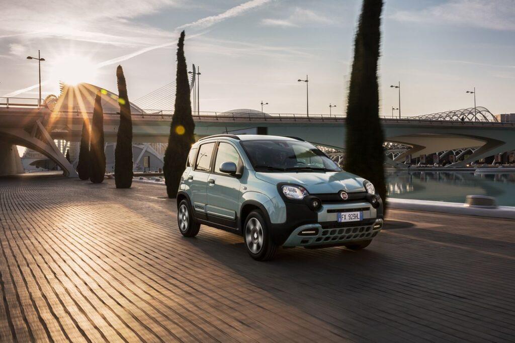 Mercato auto Italia: è boom per le vetture ibride ed elettriche