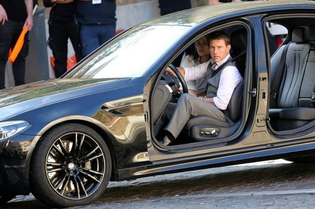 Mission Impossible 7: Tom Cruise con una BMW M5 sfreccia tra le strade di Roma