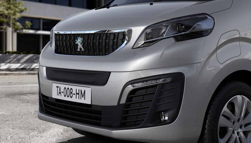 Nuovo Peugeot e-Expert Combi: disponibile in Italia con prezzi da 45.600 euro