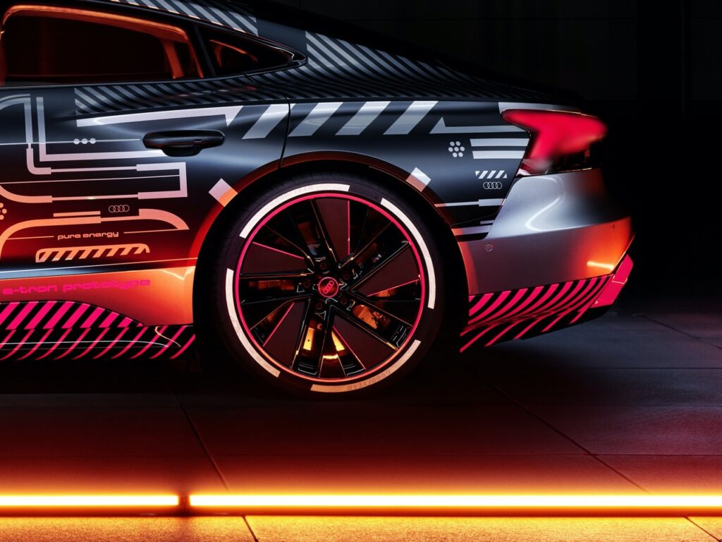 Audi e-tron GT RS 2021: potrebbe avere 3 motori elettrici e una potenza di 700 CV