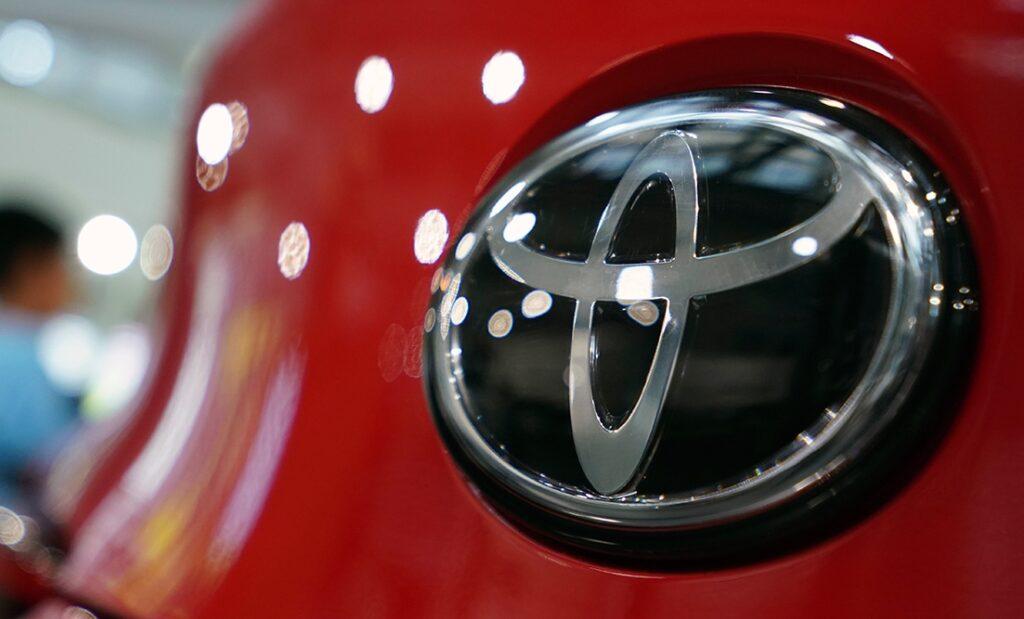 Toyota produrrà nuove batterie per auto ibride in collaborazione con Panasonic