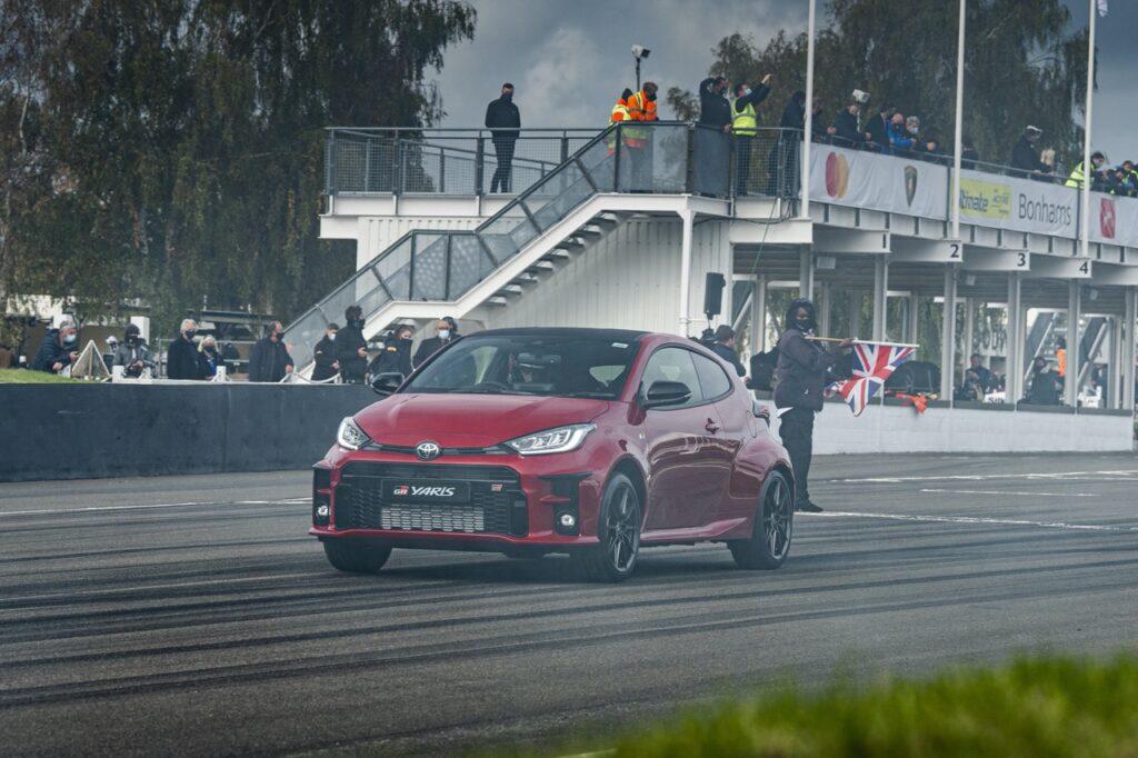 Toyota GR Yaris: il debutto dinamico in pista tra le leggende a Goodwood [VIDEO]