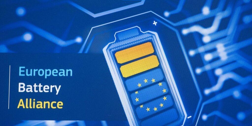 Batterie per auto elettriche: l'Unione Europea punta all'indipendenza produttiva