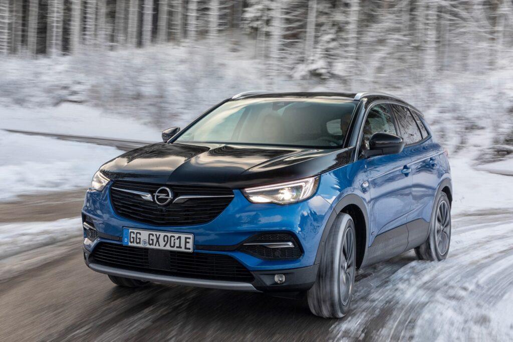 Opel Grandland X: cambiano gli allestimenti per il SUV del fulmine