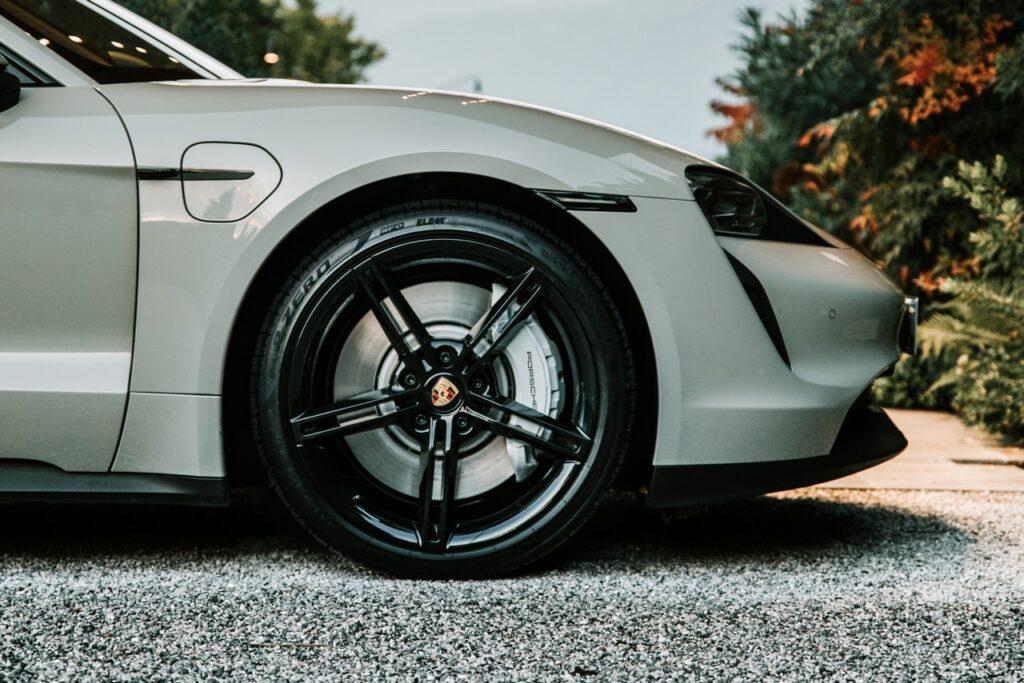 Pirelli Elect: la nuova gamma per auto elettriche e ibride [VIDEO]