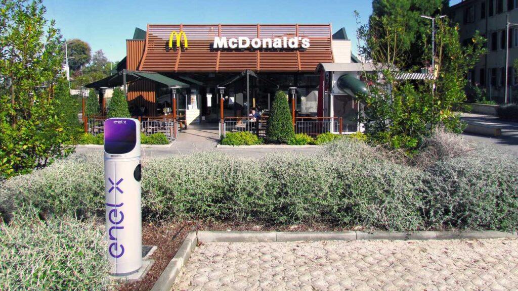 Enel X: oltre 200 nuovi punti di ricarica nei McDonalds's d'Italia entro il 2021