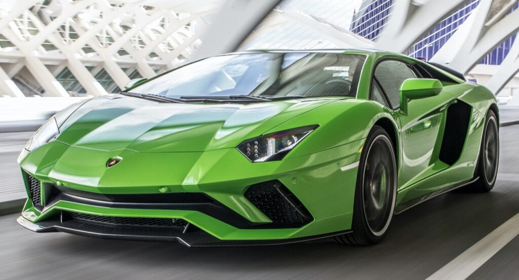 Lamborghini Aventador: l'erede manterrà il V12 aspirato ma sarà ibrida, prevista nel 2022