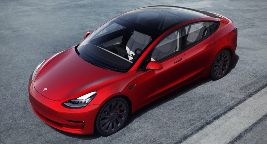 """Tesla Model 3, Elon Musk: """"Abbiamo sfiorato la bancarotta per produrla"""""""