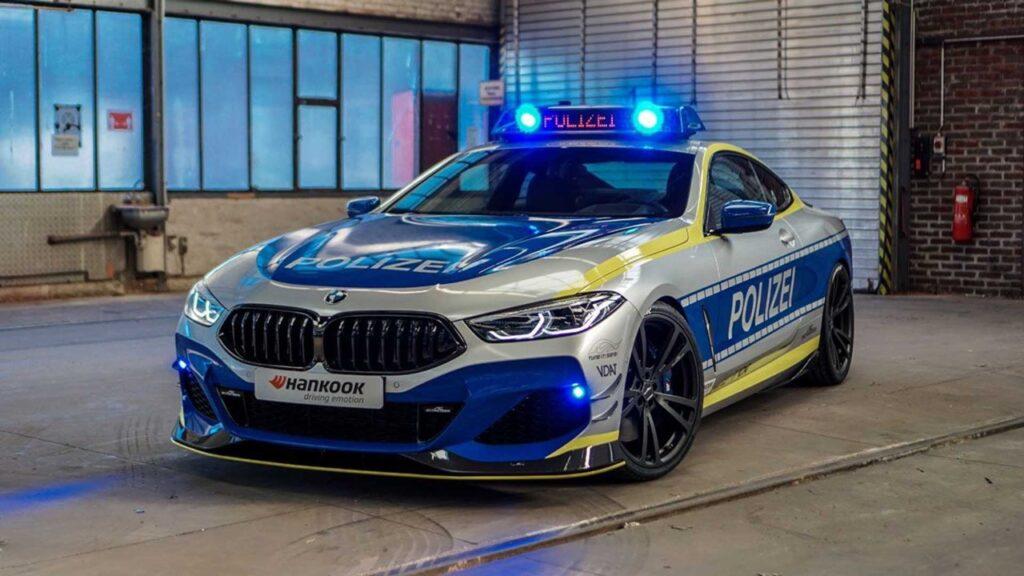 BMW M850i: AC Schnitzer la trasforma in un'auto della polizia tedesca [VIDEO]