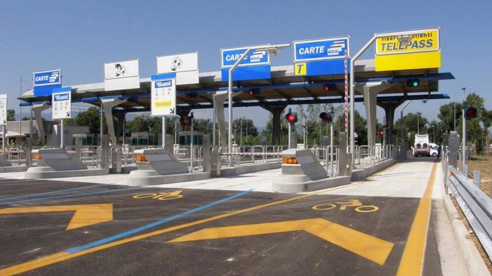 Nuovi pedaggi autostradali: dal 2022 le auto inquinanti pagheranno di più