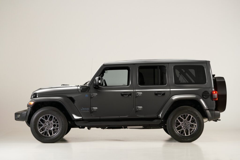 Jeep Wrangler 4xe 2021: arriva la versione First Edition, a 73.100 euro