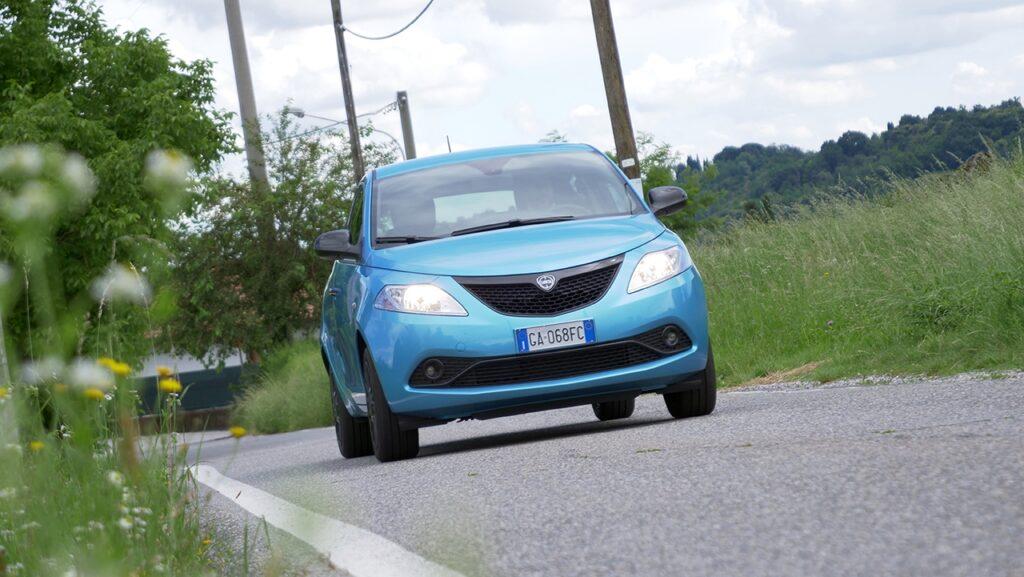 Lancia Ypsilon Ecochic Hybrid: la city car green in 60 secondi [VIDEO]