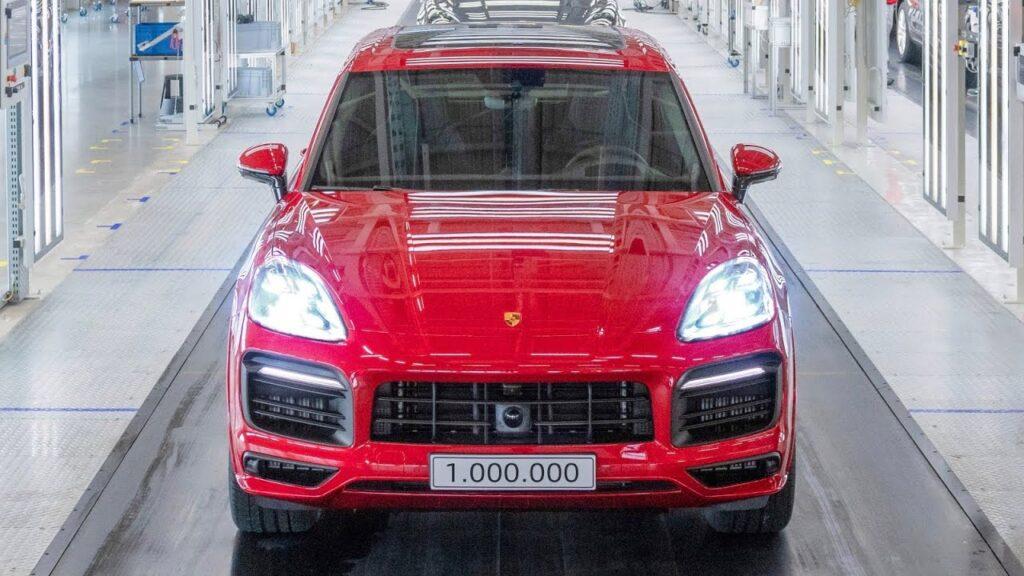 Porsche Cayenne: un milione di esemplari prodotti, l'auto che ha salvato Porsche
