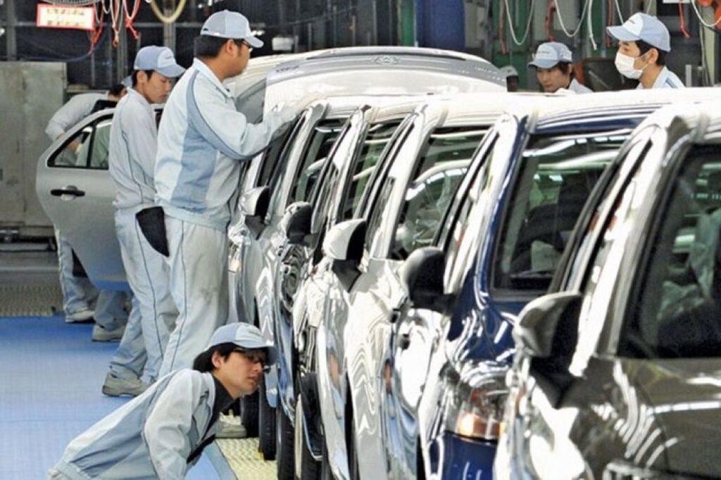Giappone: solo auto elettriche in vendita dal 2035, il governo ci pensa