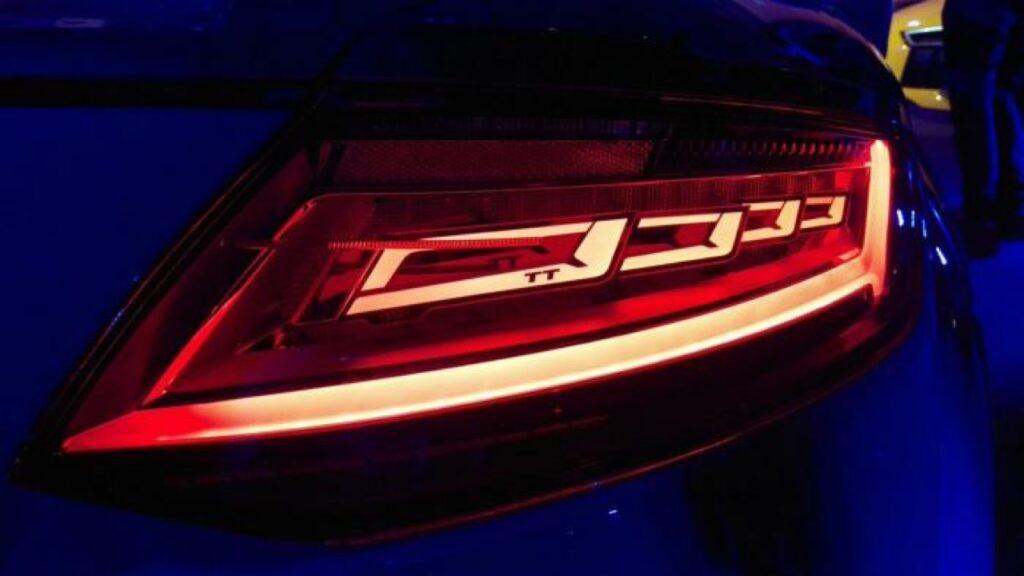 """Audi: i Fari posteriori OLED che """"parlano"""" con gli altri guidatori sulla strada"""