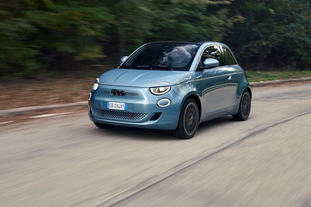 Fiat 500 elettrica: la versione Cabrio in 60 secondi [VIDEO]